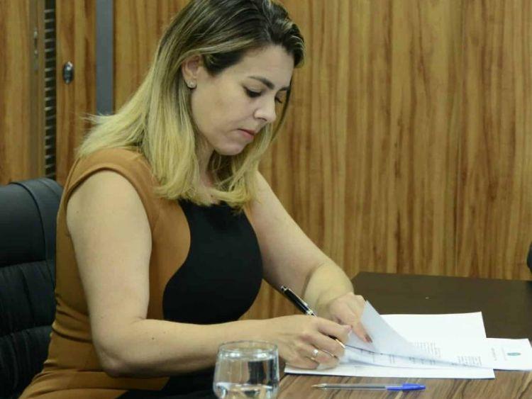 Prefeita avalia decretar toque de recolher em Palmas após aumento de casos de covid-19