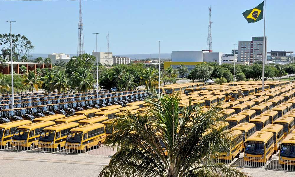 Em reunião com prefeitos, governador Carlesse confirma vinda de Ministro ao Tocantins, dia 29, para entrega de máquinas