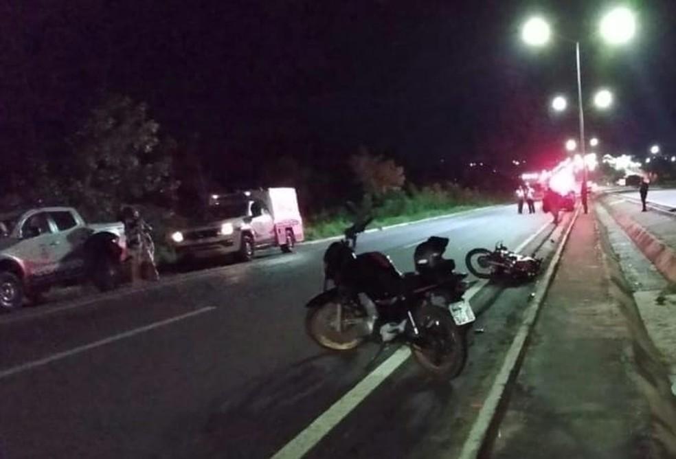 Jovem morre após perder o controle da direção e cair de motocicleta na BR-153